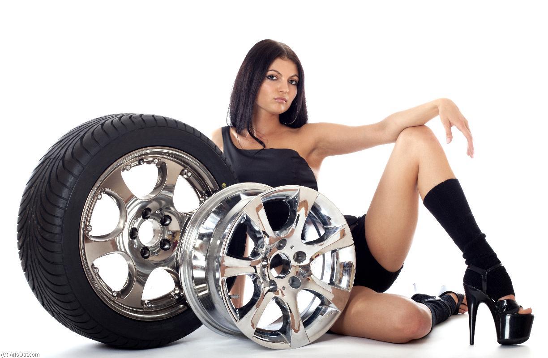 Фото колес с девушками